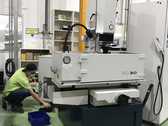 タイニッタ金型工場に、sodick 製のワイヤー加工機搬入_b0100062_15154615.jpeg