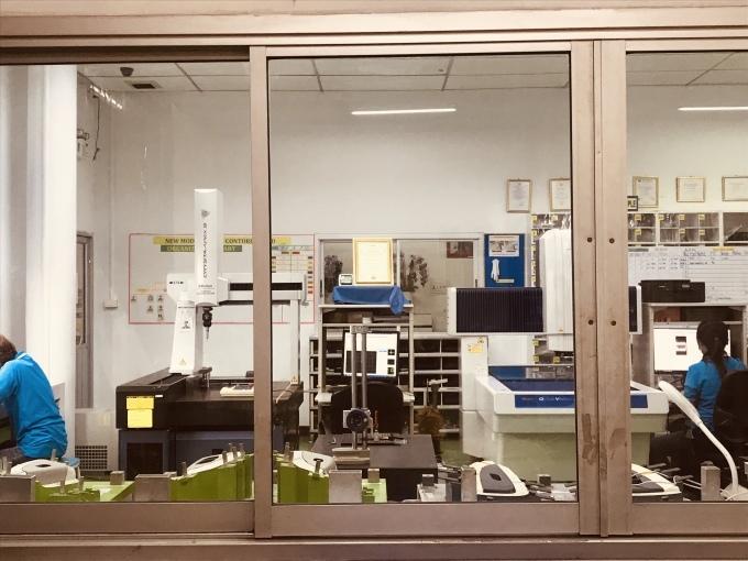 タイニッタ金型工場に、sodick 製のワイヤー加工機搬入_b0100062_15272356.jpeg