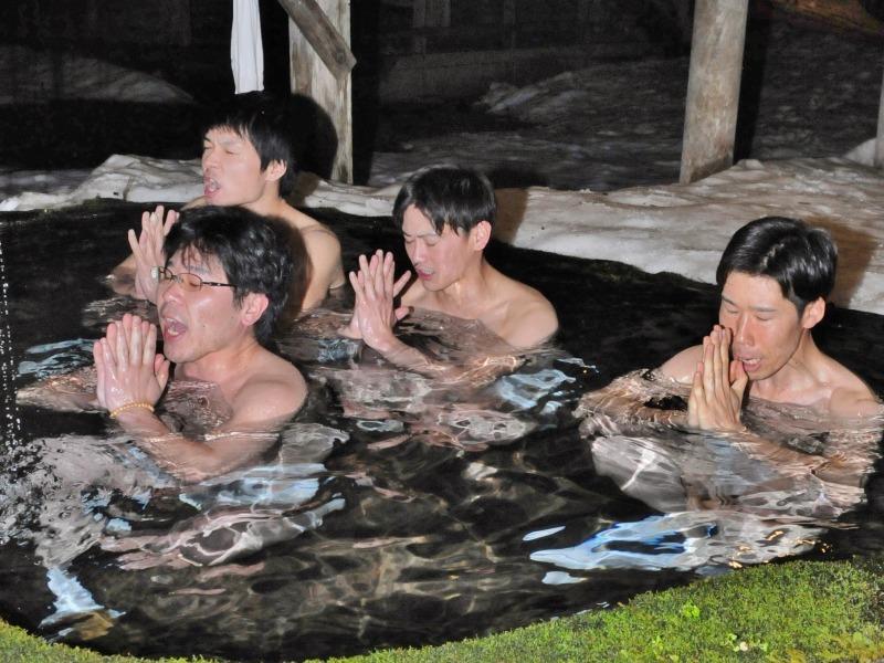 今日も毘沙門堂では青年団水行が行われています_c0336902_20571891.jpg