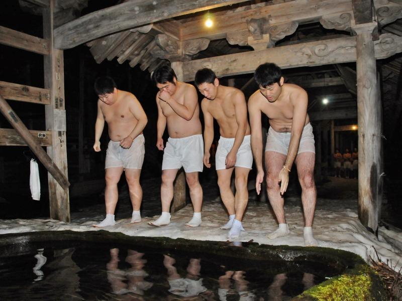 今日も毘沙門堂では青年団水行が行われています_c0336902_20572291.jpg