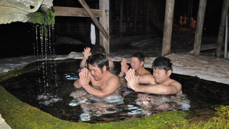 今日も毘沙門堂では青年団水行が行われています_c0336902_20572525.jpg