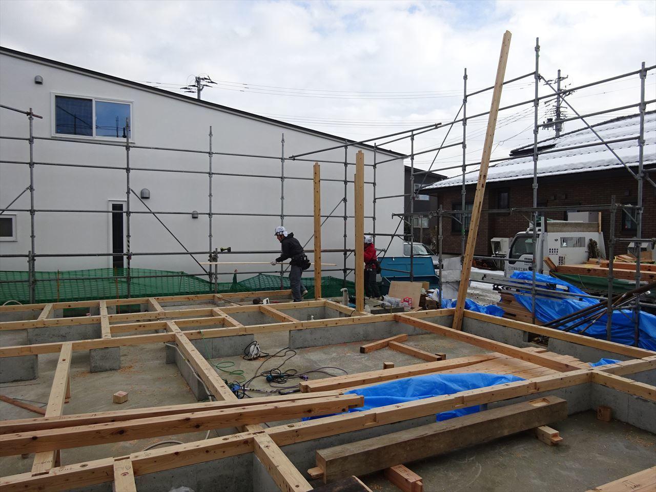 下太田 古材新築の家 建て方作業スタート!_f0105112_04292019.jpg