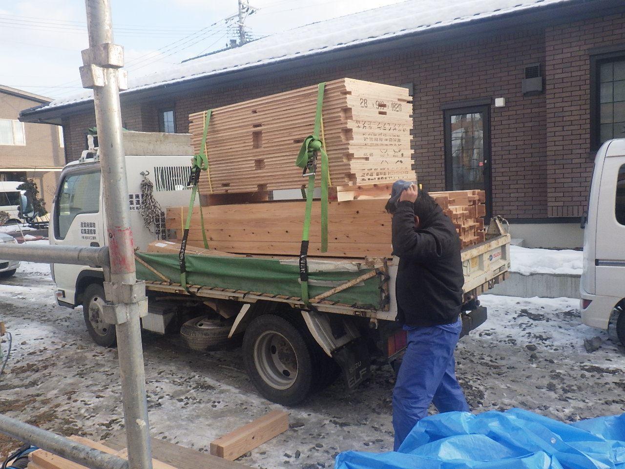 下太田 古材新築の家 建て方作業スタート!_f0105112_04355041.jpg