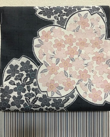 商品紹介・縞の御召+しょうざん生紬一珍染桜の帯。_f0181251_18375002.jpg