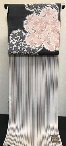 商品紹介・縞の御召+しょうざん生紬一珍染桜の帯。_f0181251_18382571.jpg