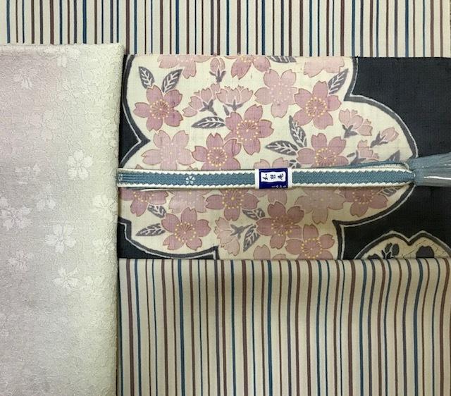 商品紹介・縞の御召+しょうざん生紬一珍染桜の帯。_f0181251_18422935.jpg