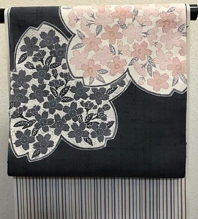 商品紹介・縞の御召+しょうざん生紬一珍染桜の帯。_f0181251_18461926.jpg