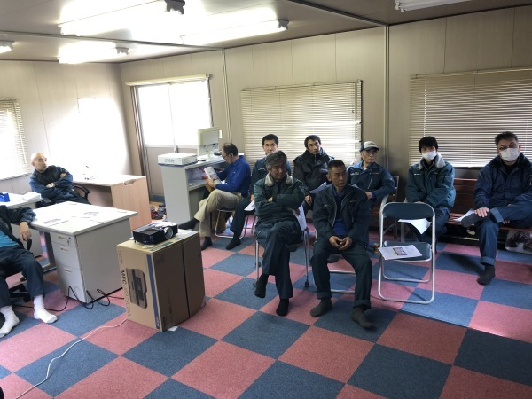 本社営業所の安全会議です_f0368083_14175761.jpg