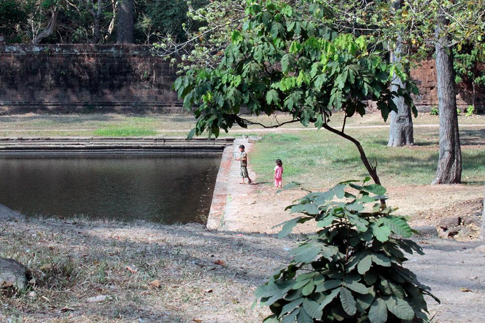 兄妹 Sras Srei Angkor Thom -Siem Reap-2012-_d0011713_14030134.jpg
