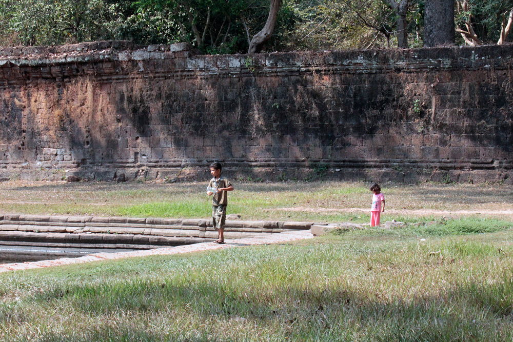 兄妹 Sras Srei Angkor Thom -Siem Reap-2012-_d0011713_14033916.jpg