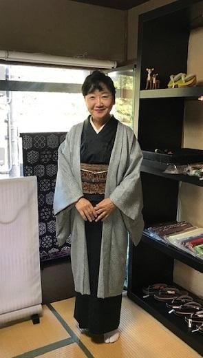 野田淳子さん・総絞りの長羽織・大島紬に更紗の帯。_f0181251_14404762.jpg
