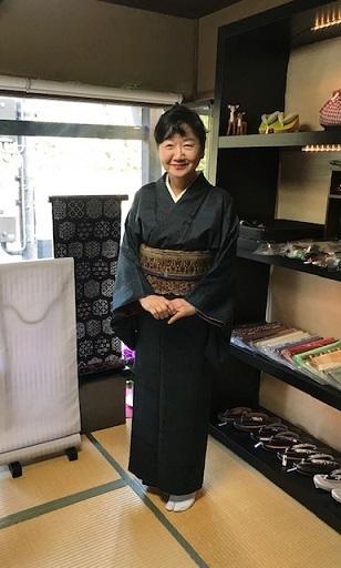 野田淳子さん・総絞りの長羽織・大島紬に更紗の帯。_f0181251_14420390.jpg