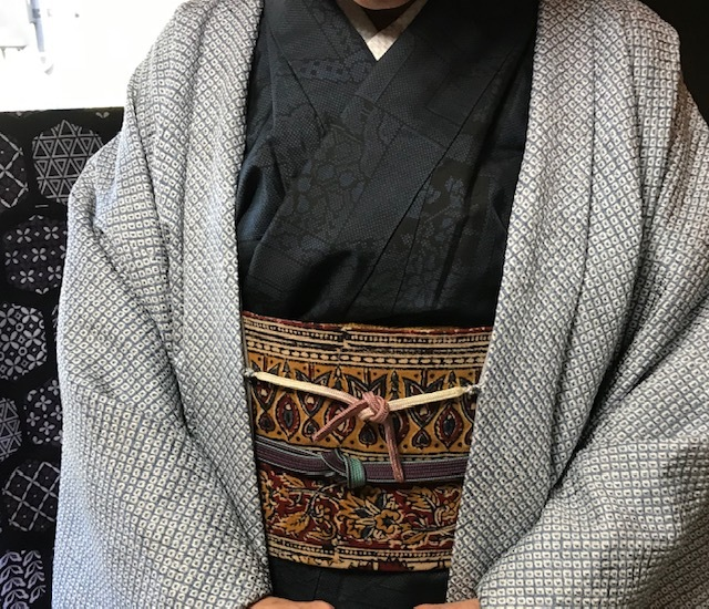 野田淳子さん・総絞りの長羽織・大島紬に更紗の帯。_f0181251_14532116.jpg