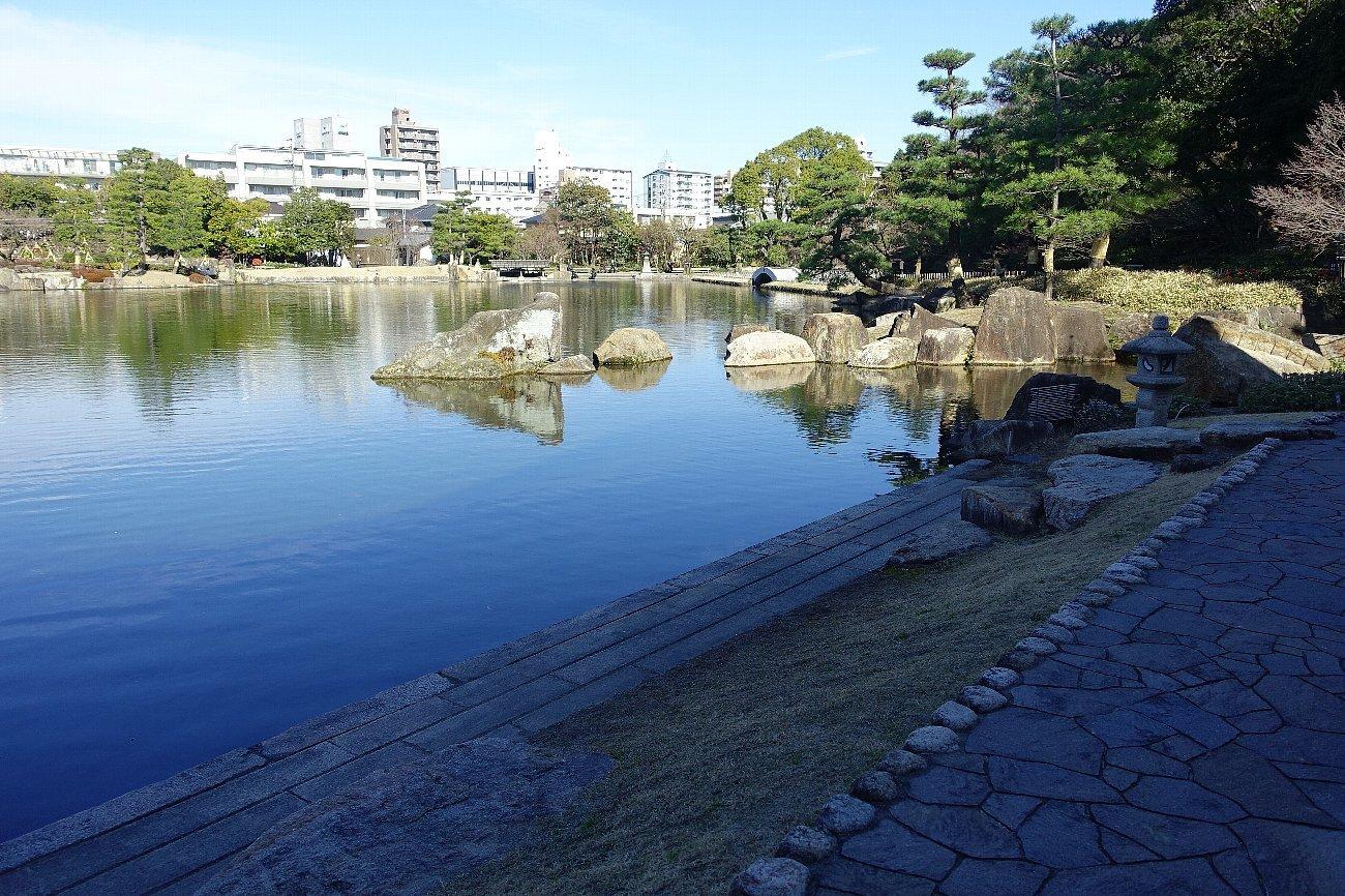 徳川園 龍仙湖_c0112559_08101469.jpg