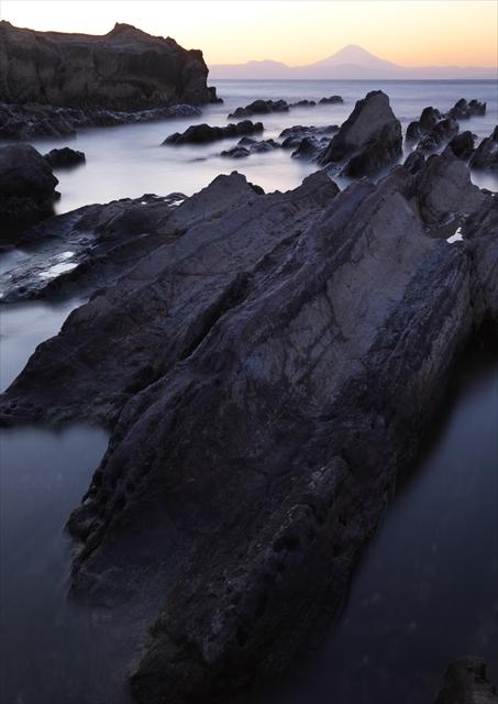 岩礁と赤富士 2_f0018464_20311841.jpg