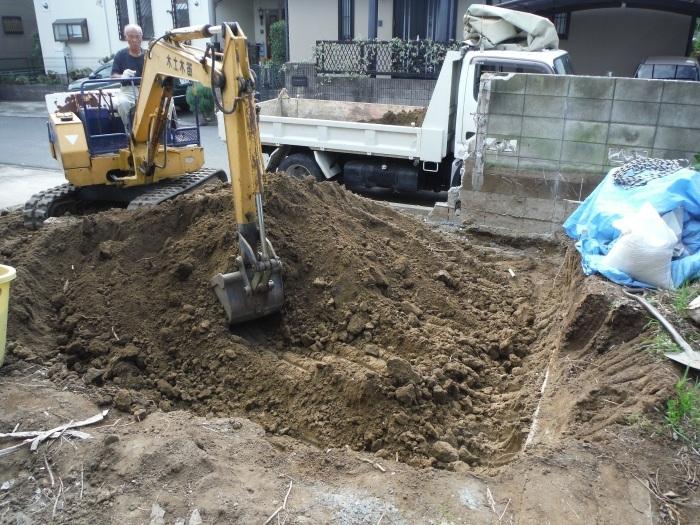 駐車場、屋根、玄関、室内 ~ 駐車場工事。_d0165368_06391598.jpg