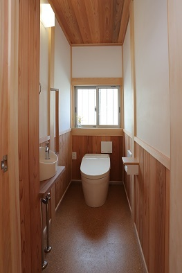 木の家のトイレ_e0010955_17204333.jpg