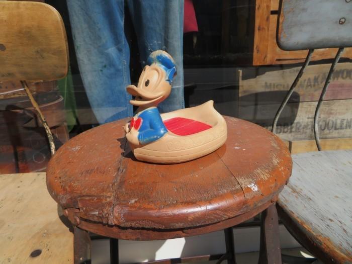 Vintage Donald Duck Soap Dish_e0187362_16493656.jpg