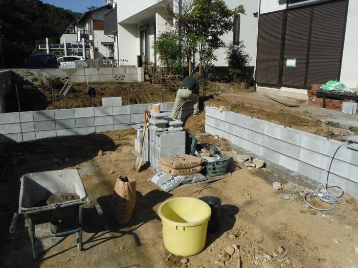 駐車場、屋根、玄関、室内 ~ 駐車場完成です。_d0165368_07310102.jpg