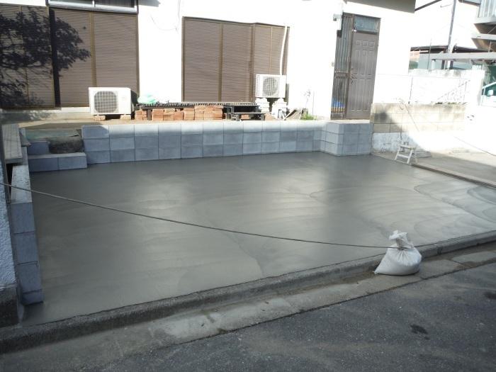 駐車場、屋根、玄関、室内 ~ 駐車場完成です。_d0165368_07313564.jpg