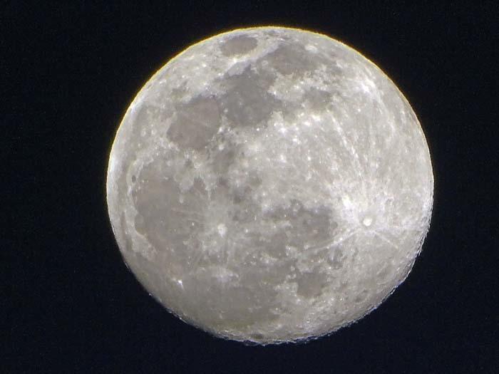 今宵の月は、、、_e0016894_21050292.jpg