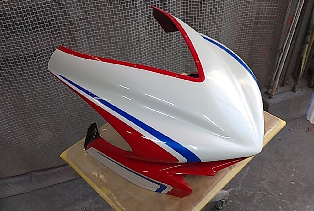 MVアグスタのカウル類の塗装終了。MV Agusta F3 RCだよ。その2。_d0130115_18190254.jpg