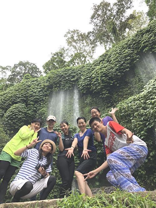 まるで水のカーテン ブナンクランブの滝へ!_a0310535_22483535.jpg