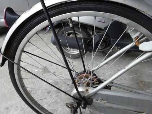 楽しく自転車チューブ交換_a0064474_17092414.jpg