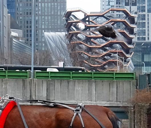 近未来都市が背景の伝統的なニューヨークの朝の風景_b0007805_06181523.jpg