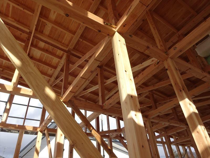 田沢湖の家 現地での建て方作業進行中!_f0105112_04381676.jpg