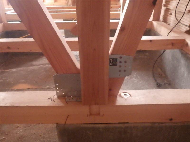 田沢湖の家 現地での建て方作業進行中!_f0105112_04445803.jpg