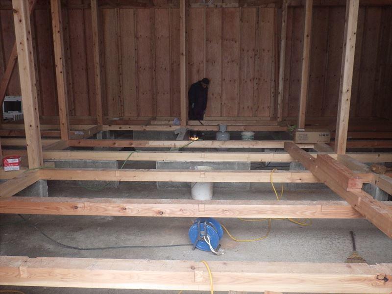 田沢湖の家 現地での建て方作業進行中!_f0105112_04445848.jpg