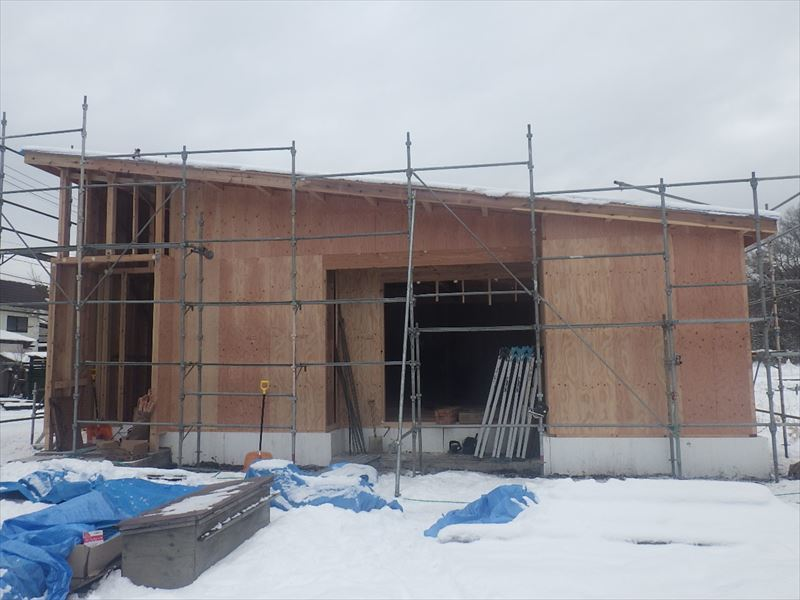 田沢湖の家 現地での建て方作業進行中!_f0105112_04445862.jpg