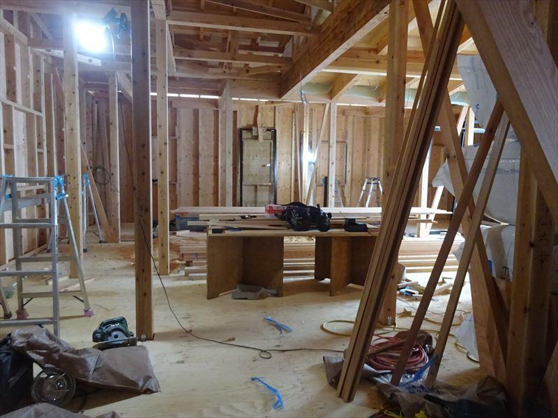田沢湖の家 現地での建て方作業進行中!_f0105112_04500260.jpg