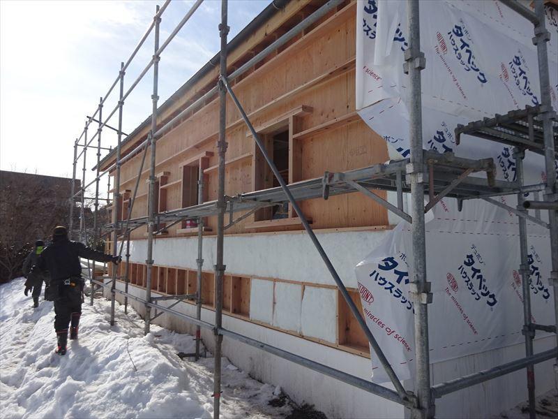 田沢湖の家 現地での建て方作業進行中!_f0105112_04561573.jpg