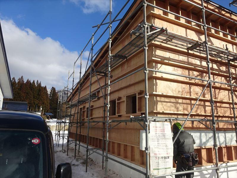 田沢湖の家 現地での建て方作業進行中!_f0105112_04561584.jpg