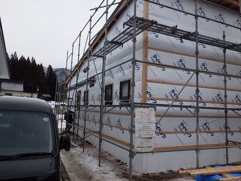 田沢湖の家 現地での建て方作業進行中!_f0105112_04561588.jpg