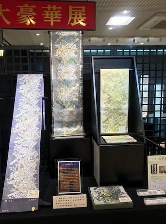 大豪華展にふさわしい螺鈿、三眠蚕金唐織、ゴブラン紹巴。_f0181251_18012068.jpg