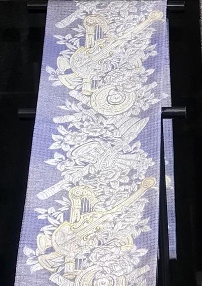 大豪華展にふさわしい螺鈿、三眠蚕金唐織、ゴブラン紹巴。_f0181251_18014882.jpg