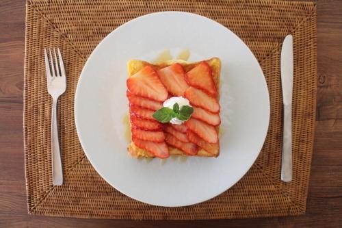 イチゴのフレンチトースト_f0220354_17365346.jpeg