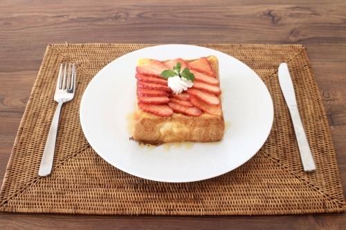 イチゴのフレンチトースト_f0220354_17371218.jpeg