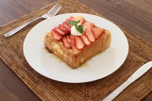 イチゴのフレンチトースト_f0220354_17372713.jpeg
