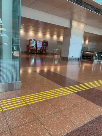 羽田空港人少ない!_a0077071_13115742.jpg
