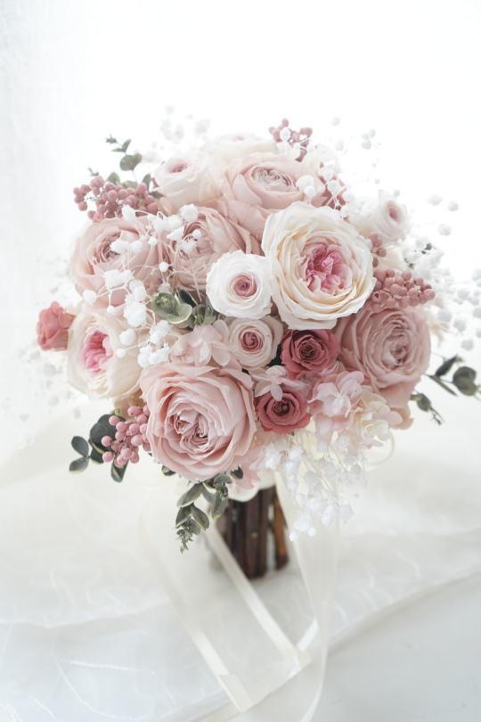 淡いピンクローズのクラッチブーケ_a0136507_22005721.jpg