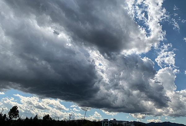 今日の夕方、あきる野の雲!_b0194208_00080736.jpg
