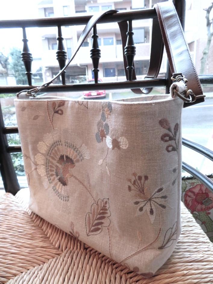 クラーク&クラーク 刺繍生地 ショルダーバッグ オーダー製作 モリス正規販売店のブライト_c0157866_19400898.jpg