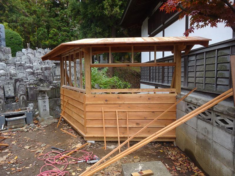 お寺の塀の建て替え工事 進行中。_f0105112_04373540.jpg
