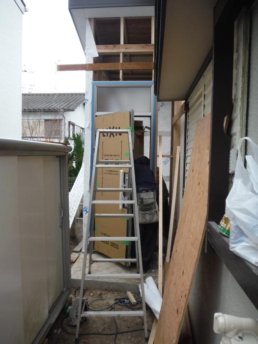 駐車場、屋根、玄関、室内 ~ 玄関増築の外壁、内装。_d0165368_02223205.jpg