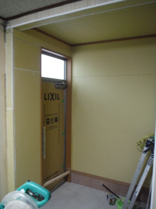 駐車場、屋根、玄関、室内 ~ 玄関増築の外壁、内装。_d0165368_02224532.jpg