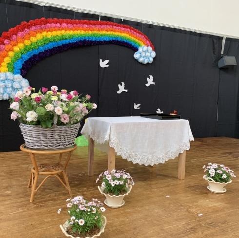 お花いっぱいの保育園の卒園式準備完了_b0137969_20180309.jpeg